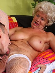 Naughty granny Francesca gets her pussy worshipped and fucked hard after giving a mouthfuck live