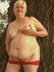 Explicit live show with a fat grandma spreading her thick thighs outdoors for sex